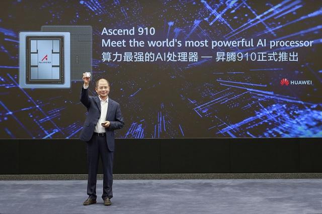 """""""Huawei"""" oficialiai pristatė galingiausią pasaulyje dirbtinio intelekto procesorių"""