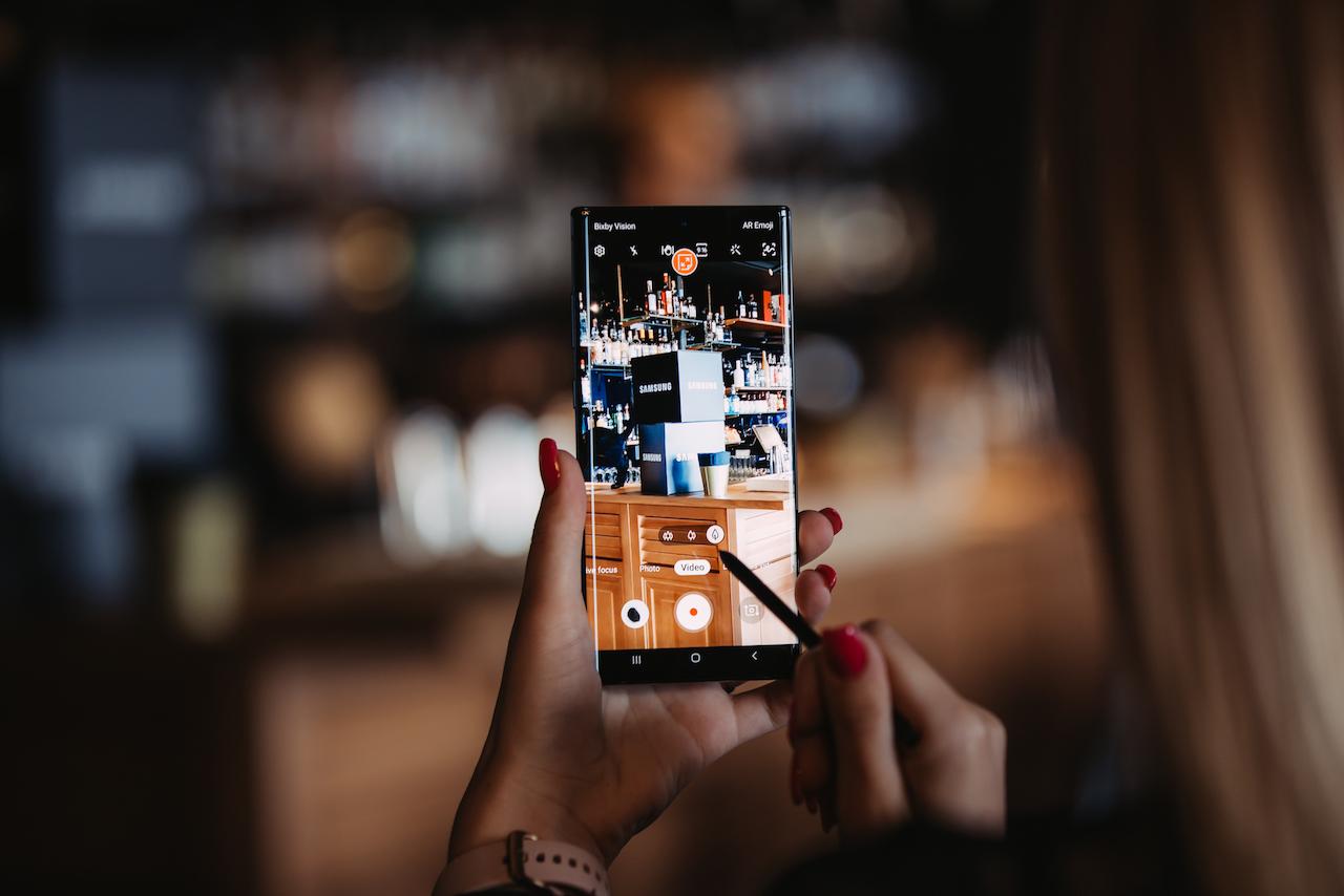 """""""Samsung"""" pristatė naujausią flagmaną """"Galaxy Note10"""": du dydžiai ir dar didesnis ekranas"""