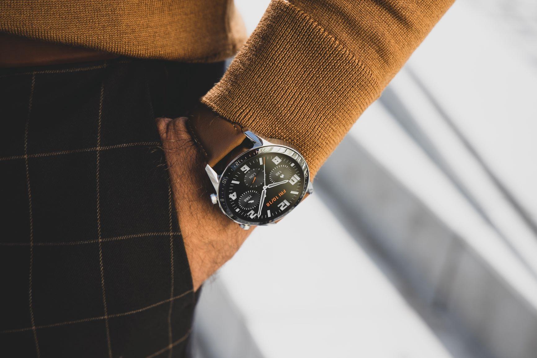 """""""Huawei"""" pristatė naujieną – išskirtinio dizaino išmanųjį laikrodį su įspūdinga baterija"""