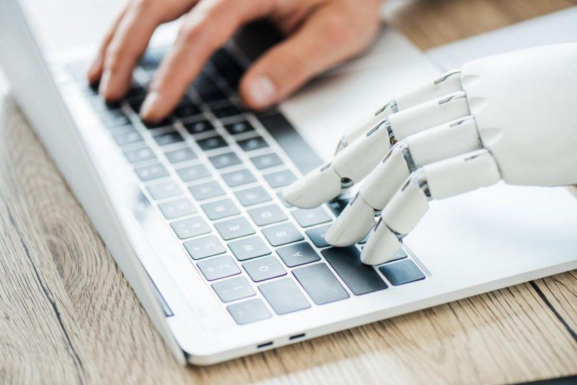 VDU mokslininkai vysto dirbtinio intelekto technologijų sprendimus lietuvių kalbai: kodai bus perduoti visuomenei
