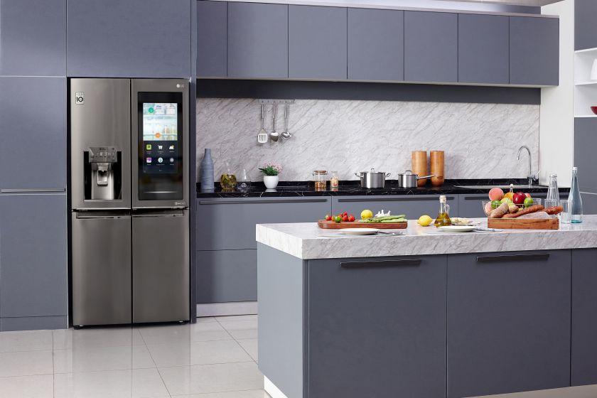 """Besivystančios LG šaldytuvų technologijos """"InstaView"""" CES mugėje leidžia žvilgtelėti į ateities virtuvę"""