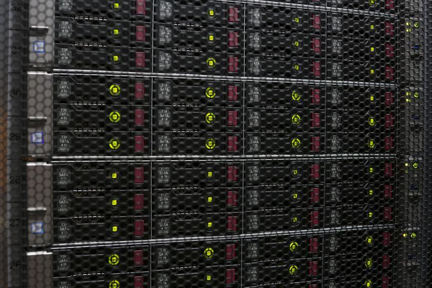 """Kur saugomi Jūsų svetainės duomenys ir kodėl tai turėtų rūpėti? """"RackRay"""" ekspertų atmintinė apie duomenų centrus"""