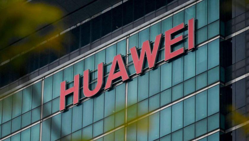"""""""Huawei"""" dėl patentų pažeidimų į teismą padavė JAV mobiliojo ryšio operatorių """"Verizon"""""""