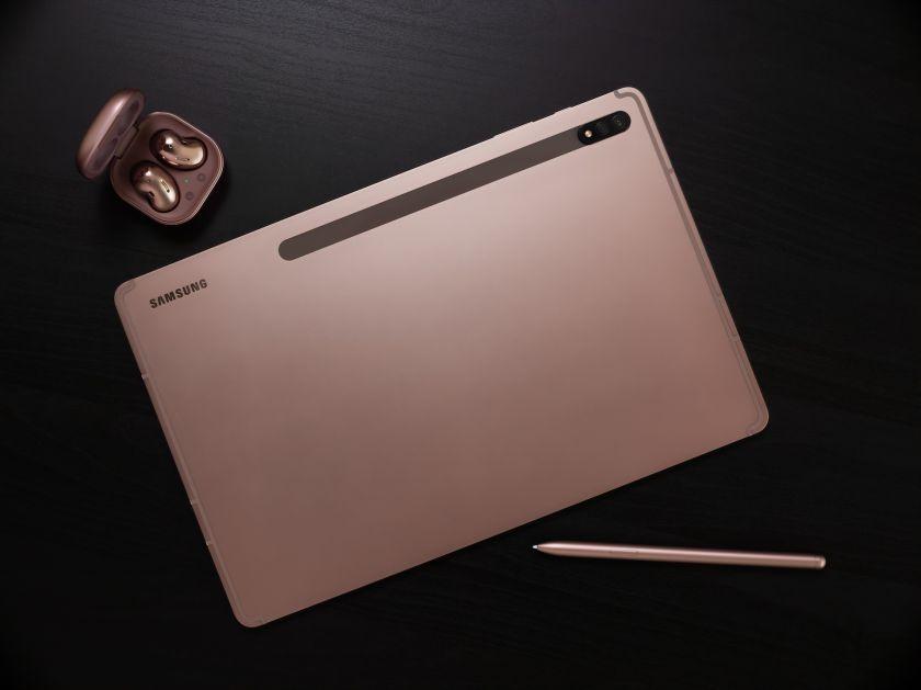 """Pristatyta kompiuteriui nenusileidžianti planšetė """"Galaxy Tab S7"""""""